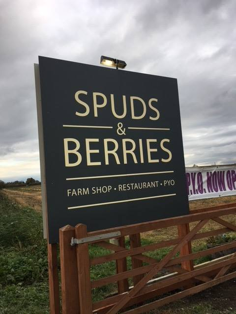 spuds & berries exterior signage 2
